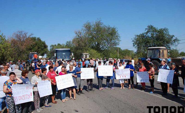 Предупредительная акция протеста: виноградари Болградского района перекрыли трассу Одесса – Болград