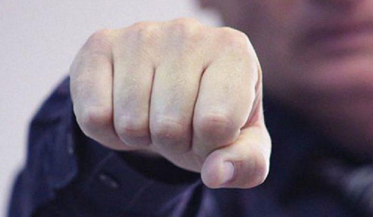 Грабеж средь бела дня: В Аркадии иностранцу сломали ребра и отобрали 39 тысяч долларов