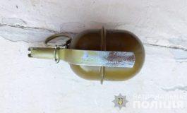 Ругал женщину – попал в полицию: в Рени у местного жителя изъяли гранату, нож и газовый баллончик
