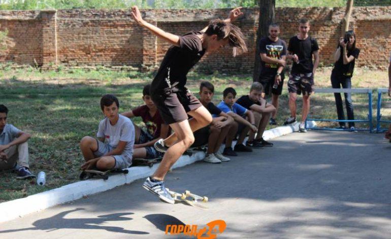 В Измаиле впервые прошли городские соревнования среди скейтбордистов