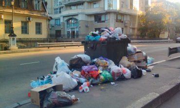 Самый старый одесский мост заполнен мусором (фото)