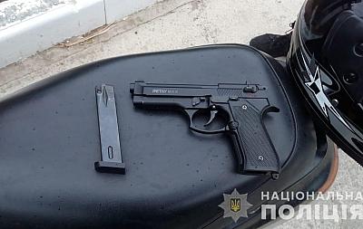 По Белгороду-Днестровскому разъезжают вооружённые мопедисты