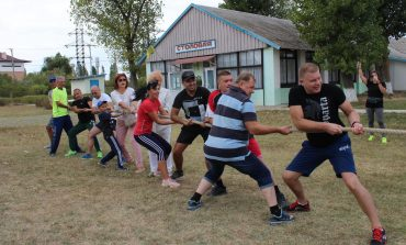 Руководители Белгорода-Днестровского соревновались на базе отдыха, а дети ездили на велосипедах