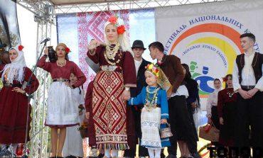 Показ аутентичных национальных костюмов в Болграде (фоторепортаж)