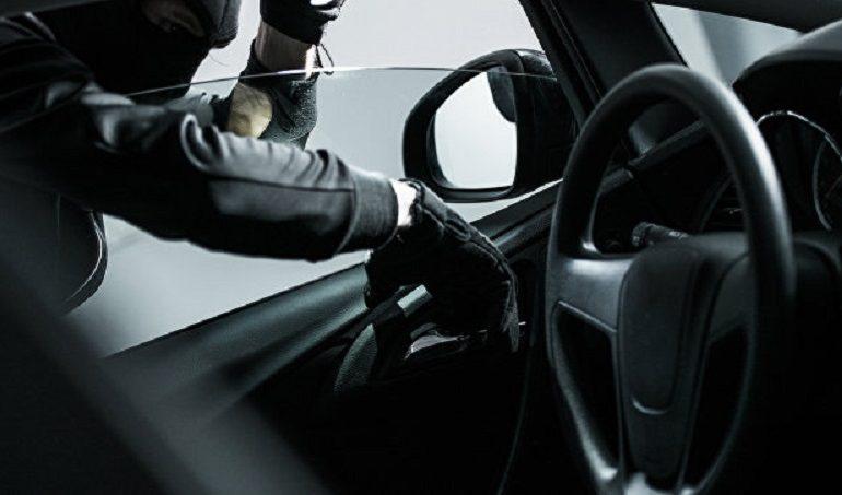 Обворовывал автомобили: в Одессе задержан молодой мужчина, подозреваемый в кражах из авто