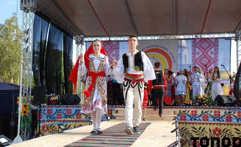 Дефиле в стилизованных костюмах в Болграде (фото)