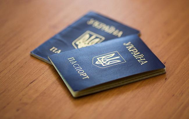 По религиозным убеждениям: в Тарутинском  районе женщина через суд заставила выдать дочери паспорт-книжечку, а не ID-карту