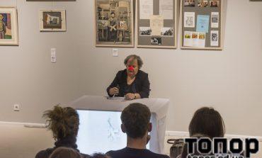 Странный перформанс в выставочном зале МСИО (ФОТО)