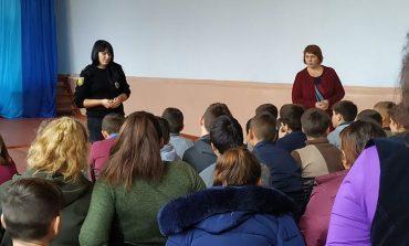 Инспекторы Арцизской полиции рассказали детям из Деленской школы об их правах и ответственности