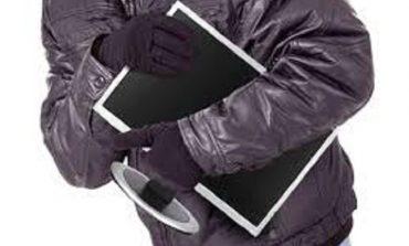 В Одессе молодой человек вынес из банка компьютерный монитор и продал его