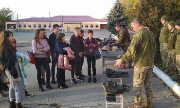 Болградские школьники побывали в гостях у военных