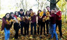 В колледж Белгорода-Днестровского студенты пришли в красной одежде