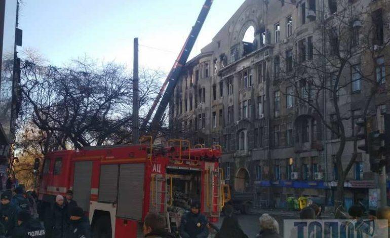 Водителям на заметку: в Одессе перекрыли часть Пушкинской из-за разборов завала в колледже