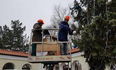 В Арцизе наряжают новогоднюю красавицу
