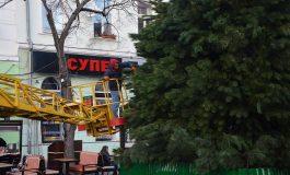 В центре Одессы установили елку и готовятся к рождественской ярмарке (фото)