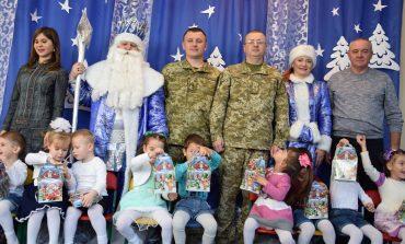 Пограничники Измаильского отряда привезли долгожданных гостей к детям специализированного дома ребенка