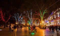 В Одессе Потемкинскую лестницу украсили светящимися фигурами (фото)