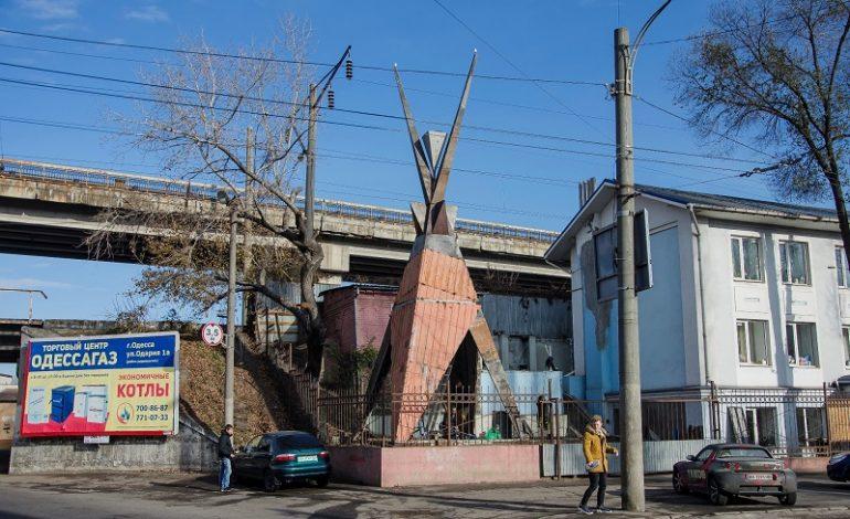 Новая скульптура из строительного мусора появилась в индустриальном районе Одессы (фото)