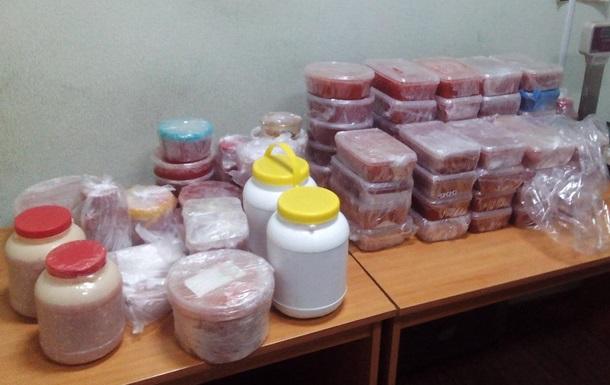 Пограничники изъяли красную икру на 100 тысяч из Беларуси