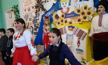 Тарутинский район: в селе Петросталь дети воссоздали живую картину единения державы