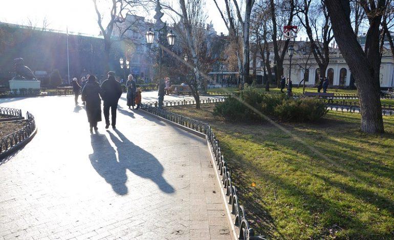 В центре Одессы пропадают скамейки (фото)