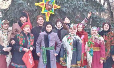 Арцизские колядники продолжают дарить жителям рождественское настроение