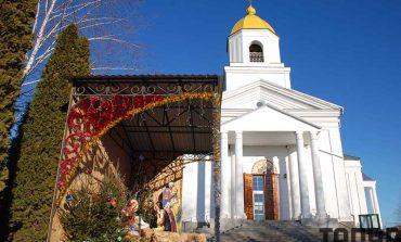 В Болграде прихожан встречали празднично украшенные храмы (фото)