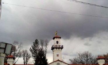Арциз: сильный ветер повредил крыши и оставил горожан без света