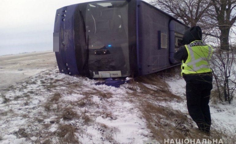 В Одесской области перевернулся рейсовый автобус с пассажирами: есть пострадавшие