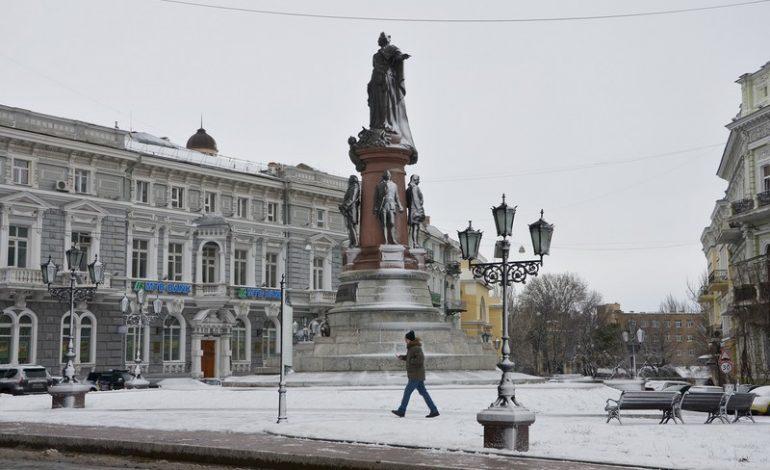 Недолгий снег в Одессе: большой фоторепортаж с улиц города