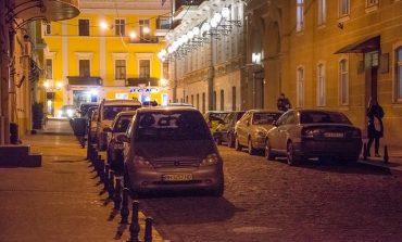 Воронцовский переулок в центре Одессы снова полон автомобилей (фото)