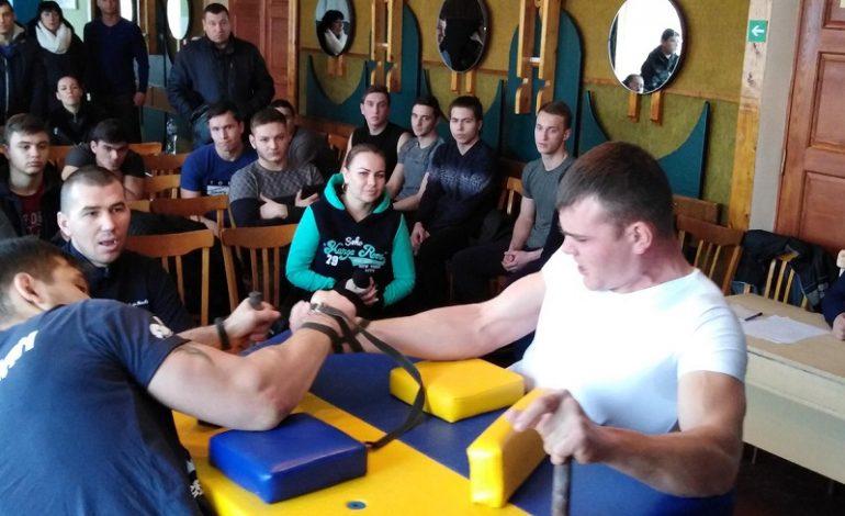 В Белгороде-Днестровском соревновались силачи