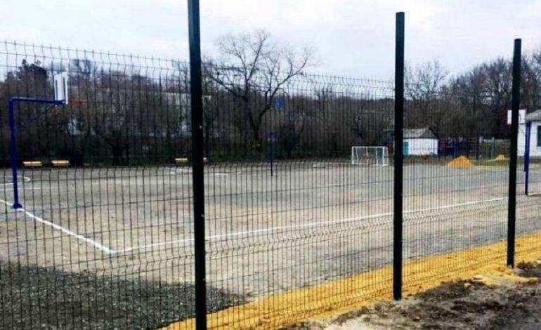 В Тарутинском районе капитально ремонтируют очередной спортивный объект