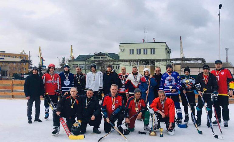 Ветераны Измаильского пограничного отряда приняли участие в хоккейном чемпионате (фото)