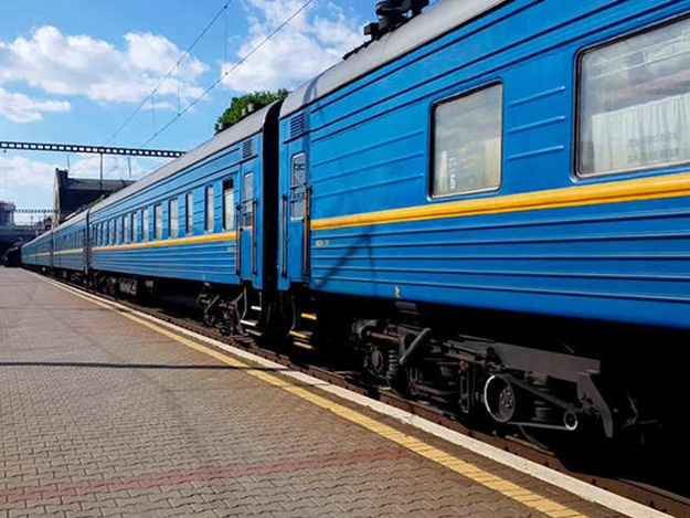 К 8 Марта «Укрзалізниця» назначила 6 дополнительных поездов
