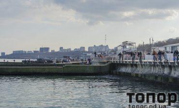 В последний день зимы одесситы пошли на море (ФОТО)