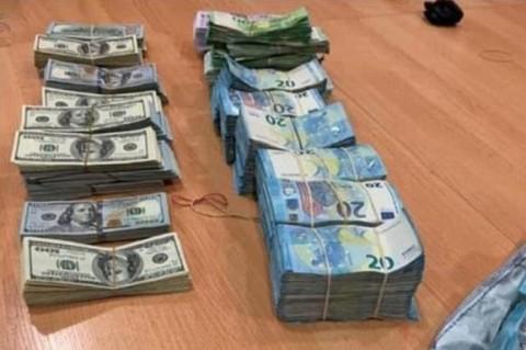 Пограничники остановили попытку ввоза рекордного количества валюты в Украину