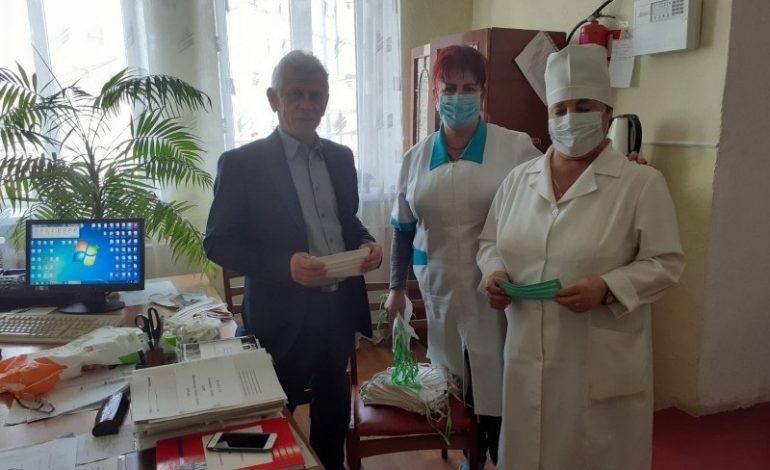 В Килийском районе школьники шьют защитные маски для медработников и пожилых людей