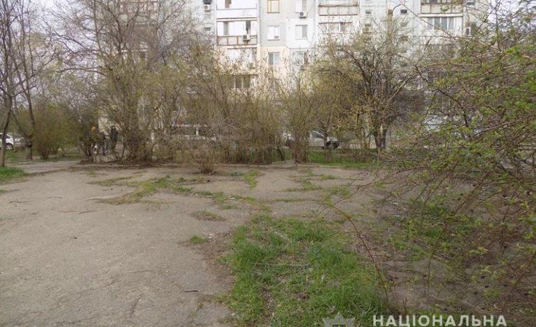 Грабеж средь бела дня: в Белгороде-Днестровском у женщины отняли пакет с продуктами
