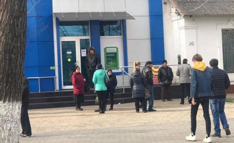 Арциз: очереди возле банков во время карантина (фотофакт)