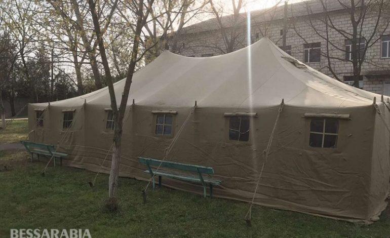 В Измаиле на территории опорных больниц установили палатки для сортировки больных с подозрением на коронавирус