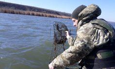 Одесская область: на озере Кагул пограничники не дали браконьерам наловить раков