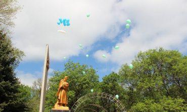 День Победы в Арцизе: без массовых мероприятий, но с возложением цветов и молебном