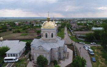 И такое было: русский председатель сельсовета, пожертвовав партбилетом, спас от разрушения церковь в молдавском селе