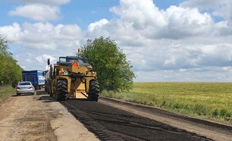 В Саратском районе начали строить дорогу между селами