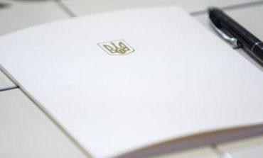 Зеленский подписал закон об освобождении школьников от итоговой аттестации