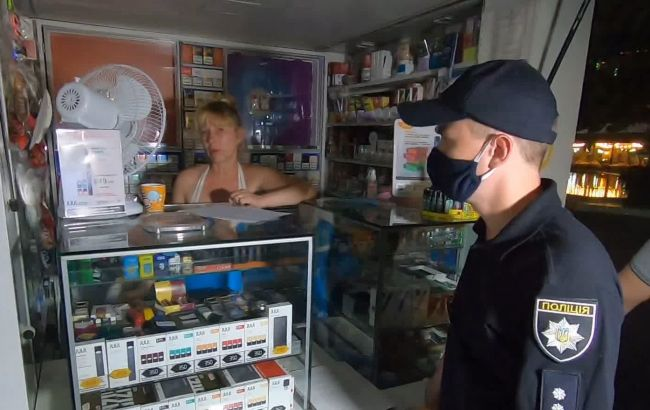 В торговых и развлекательных заведениях Украины обнаружили сотни нарушений карантина