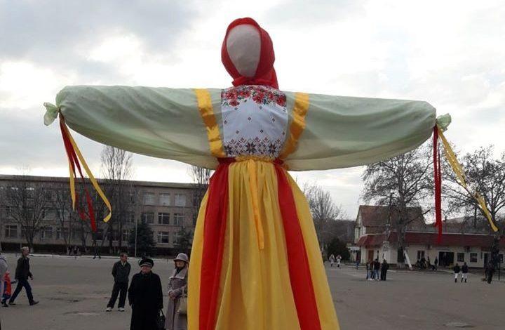 Море цветов и посиделки в «Ивушке»: как Саратский поселковый совет тратит деньги на развлечения