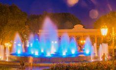 10 кадров цветного фонтана у одесского Оперного театра (ФОТО)