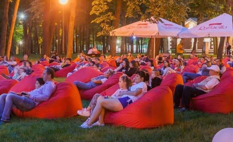 В Одессе открылся бесплатный кинотеатр под открытым небом